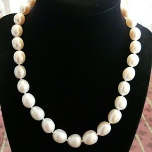 Jewelry - Freshwater Pearl Necklace 11-12mm in 14k Gold